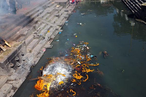 human ashes disposal in Ganga